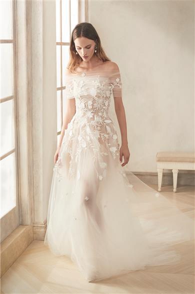 romantic wedding dresses Oscar de la Renta