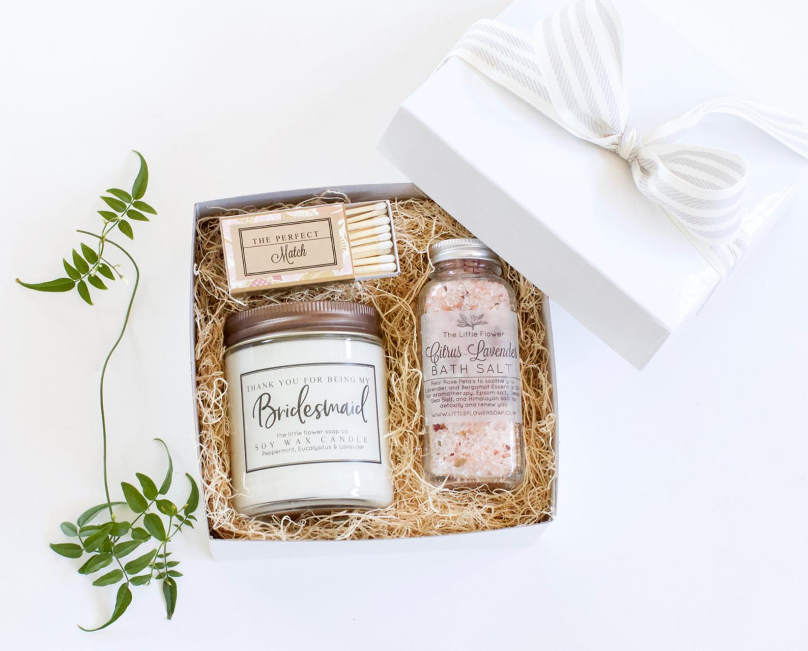 cadeaux pour demoiselles d'honneur LittleFlowerSoapCo mariage wedding planner témoin mère de la mariée